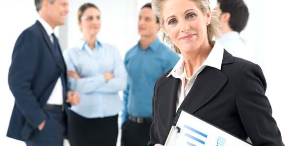 Geschäftsfrau und Mitarbeiter